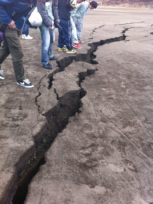 Japan earthquake crack
